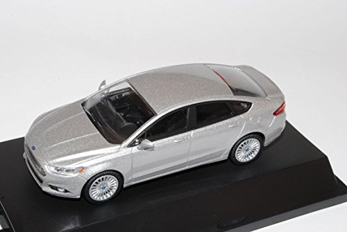 ford-mondeo-limousine-silber-fusion-mk5-ab-2012-1-43-greenlight-modell-auto