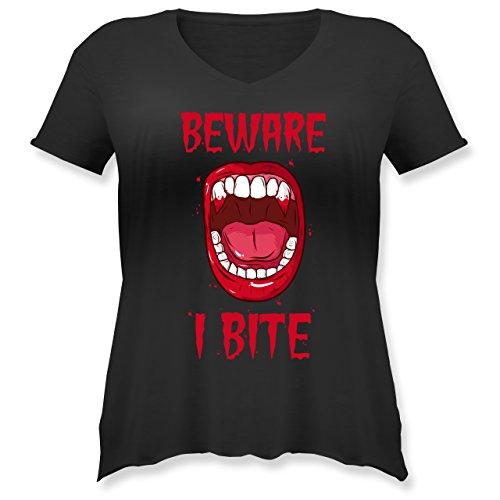 Shirtracer Halloween - Beware - i Bite - Weit Geschnittenes Damen Shirt in Großen Größen mit V-Ausschnitt Schwarz