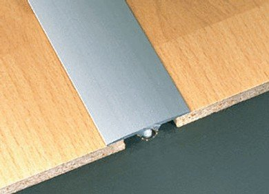 DURAL SILVER ALUMINIUM EFFECT DOOR BAR 0.9mtr (COMES IN ANODIZED BRONZE & TITANIUM TOO) by DURAL (Helle Ahorn-finish)