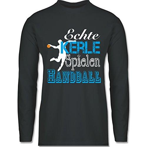 Shirtracer Handball - Echte Kerle Spielen Handball Weiß - Herren Langarmshirt Dunkelgrau