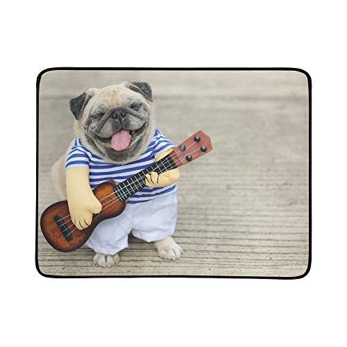 WOCNEMP Indy Musiker Gitarrist Mops Hund Lustige Mops Tragbare Und Faltbare Deckenmatte 60x78 Zoll Handliche Matte für Camping Picknick Strand Indoor Outdoor Reise
