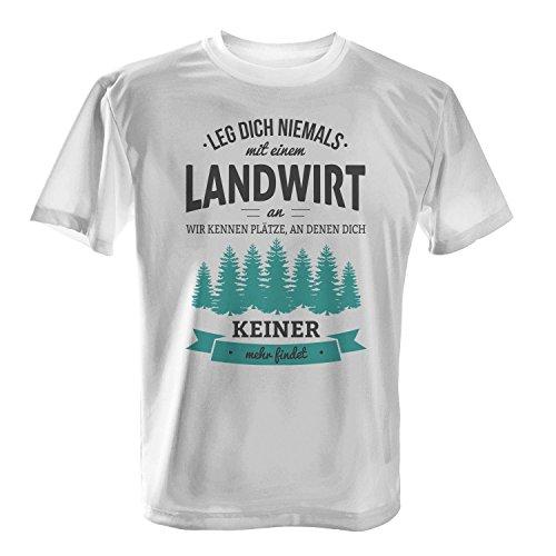 Leg dich niemals mit einem Landwirt an, wir kennen Plätze an denen dich keiner mehr findet - Herren T-Shirt von Fashionalarm | Fun Shirt Spruch Spaß Job Arbeit Beruf Bauer Geschenk Idee für Männer Weiß