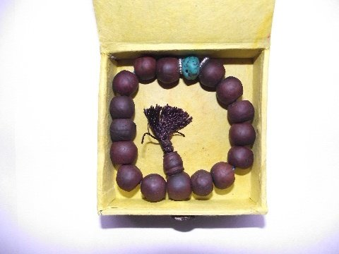 tibetan-bodhi-seeds-wrist-mala-in-hand-made-gift-box