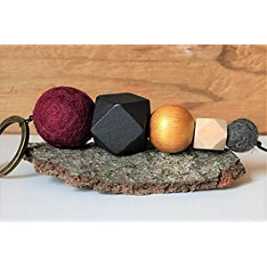 Schlüsselanhänger, Geschenk, Holz- und Filzperlen in verschiedenen Größen und Formen