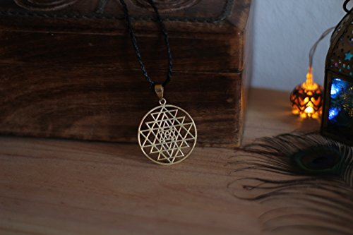 Sri Yantra Mandala Halskette der Heiligen Geometrie in Messing (Yantra-halskette)