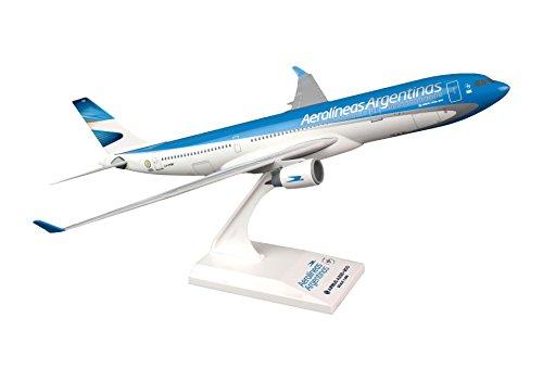 skymarks-skr782-aerolineas-airbus-a330-200-1200-snap-fit-model