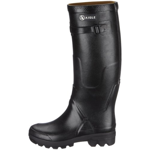Manufactured by skilled hands in France, the Aigle Men's Benyl Wellington Boots are of premium quality and a good alternative to hunter wellies which sell at a similar price. These boots are made from rubber which is known to provide longevity compared to other cheaper synthetic materials. The lining of the boots is made of polyamide which is durable and flexible.