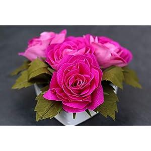 4 Rosen aus Krepppapier in Keramik-Herz