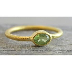 Petite Oval Peridot vergoldet Sterling Silber Ring