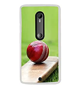 PrintVisa Cricket Bat Ball In Grass High Gloss Designer Back Case Cover for Moto G3 Turbo Edition