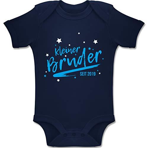 Shirtracer Geburtstag Baby - Kleiner Bruder seit 2019-1-3 Monate - Navy Blau - BZ10 - Baby Body Kurzarm Jungen Mädchen