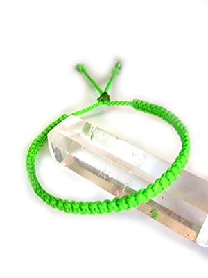 Bracelet brésilien/amitié/surf/en fil vert fluo tissé main en macramé avec du fil ciré Réf.PP329