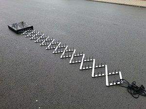 Army Road Block Straßensperre Krähenfüße Nagelsperre Polizei Strassensperre Nagelkette Nagel (Commando Kostüme Armee)