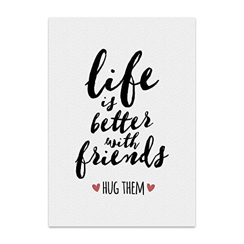 TypeStoff Kunstdruck, Poster mit Spruch – Hug Friends – Wand-Bild, Plakat mit Zitat als Geschenk und Dekoration Zum Thema Freunde, Freundschaft und Umarmung (30 x 40 cm)