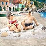 dio Touristen am Strand Urlauber auf Badetuch mit Sonnenbrille, Bikini & Badehose