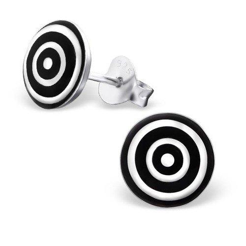plateado-redondo-blanco-y-negro-en-de-lanzamiento-de-juego-de-pendientes-de-plata-de-ley