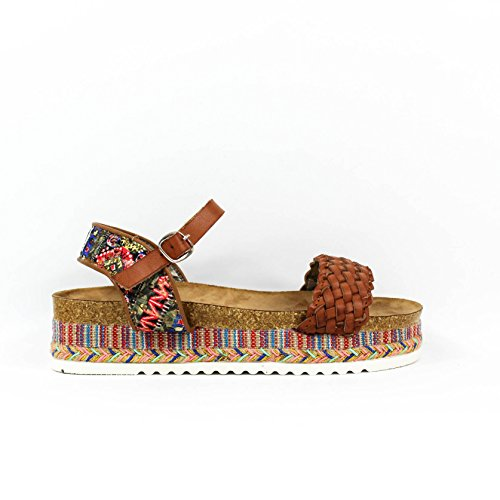 sandalia-flatform-detalle-trenzado-en-la-tira-de-la-pala-motivo-etnico-en-la-tira-tobillera-y-en-la-