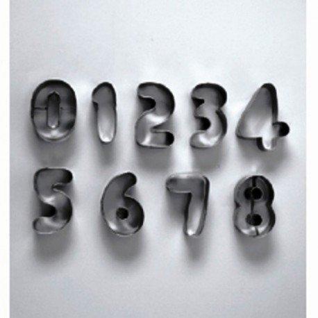 Emporte-pièces, Chiffres, taille de 3,5 à 4 cm, dans une boite en métal