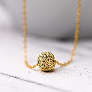 Zierliche Hals-Kette mit Gold-Kugel / kurze Kette mit Gold-Ball: Vergoldete 925er Sterling-Silber Kette mit einer diamantierten vergoldeten Sterling-Silber Kugel