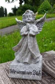 hundeinfo24.de Engel auf einem Stein mit Spruch Wir vermissen Dich Grabschmuck Grabengel Trauerschmuck Trauerengel Grabfigur Trauerfigur Gedenkstein wetterfest