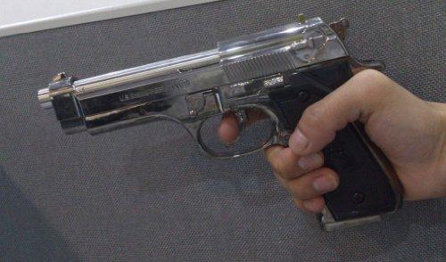 realistische-full-size-85-us-militar-charmant-m9-pistole-feuerzeug-gutes-festival-geschenk