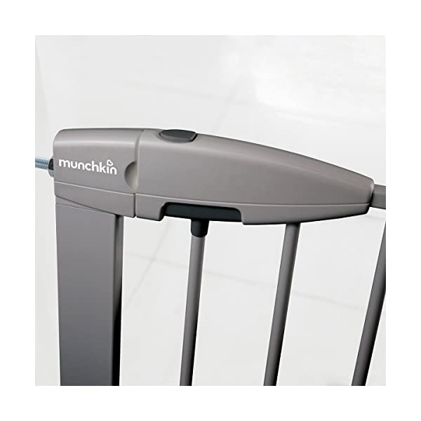 Munchkin Safety Gate Easy Lock (Silver) Munchkin Safety gate with easy lock and easy closure by pushing with one hand The pressure indicator ensures correct installation of the barrier The press-fit U frame allows 4 points firmly fixed by Assembly pressure 6
