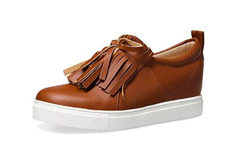 AllhqFashion Damen Niedriger Absatz Weiches Material Ziehen Auf Rund Zehe Pumps Schuhe Braun