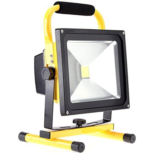 KAWELL® LED Baustrahler 30W Strahler Arbeitsleuchte Arbeitsscheinwerfer Baulampe 360° Drehbar Außenleuchten für Camping Fischen Baustelle (Batterie-backup-50000)