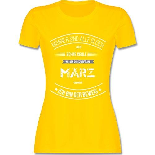 Shirtracer Geburtstag - Echte Kerle Werden IM März Geboren - Damen T-Shirt Rundhals Gelb