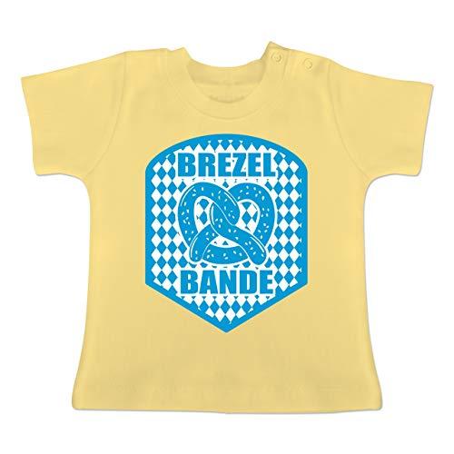Oktoberfest Baby - Brezelbande mit bayrischem Muster - 18-24 Monate - Hellgelb - BZ02 - Baby T-Shirt Kurzarm (Mit Bayrischem Kostüm)