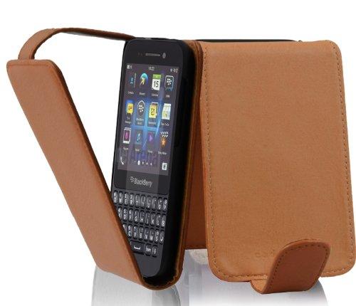 Cadorabo Hülle für Blackberry Q5 - Hülle in COGNAC BRAUN – Handyhülle aus strukturiertem Kunstleder im Flip Design - Case Cover Schutzhülle Etui Tasche