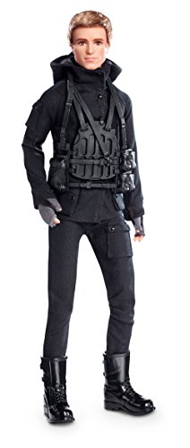 the-hunger-games-puppe-peeta-collection-mockingja-part-2-barbie-collector-black-label