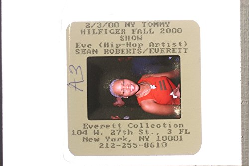 slides-photo-of-eve-jihan-jeffers-cooper-during-the-tommy-hilfiger-fashion-show-in-2000