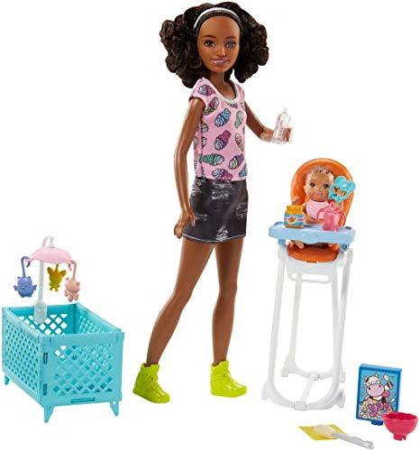 Barbie FHY99 Skipper Babysitters Puppen und Hochstuhl Spielset (schwarzhaarig) (Kleidung Skipper-barbie-puppe)