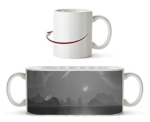 chaotische Landschaft mit Saturn am Himmel Effekt: Schwarz/Weiß als Motivetasse 300ml, aus Keramik weiß, wunderbar als Geschenkidee oder ihre neue Lieblingstasse.
