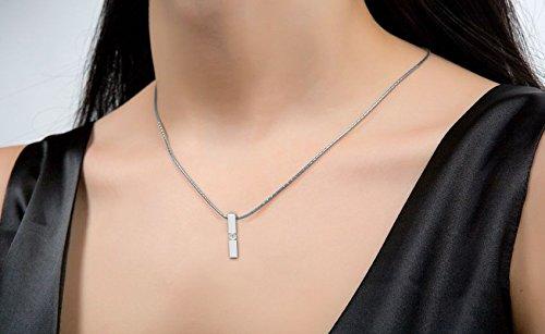 Or Blanc 9 ct Pendentifs Diamant en forme de Bâton, 0.17 Ct Diamant, GH-SI, 1.87 grammes.