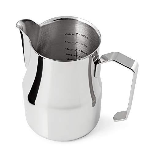 Premium Milchkännchen 750ml (Skala bis 600ml) aus rostfreiem Edelstahl für den perfekten Milchschaum in Barista Qualität - schwere Edelstahl Milchkanne mit Skala