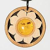 Zitronenbaumholz und ein schöner Bernstein mit kleinen Einschlüssen. Alle Farben sind die reine Natur. Schmuck und Kunsthandwerk. Unikatschmuck