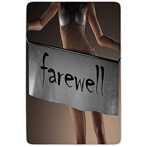Peeeenny Beeen Badezimmer-Teppich-Matte, Partydekorationen des Weggehens, sexy Bikini-Modell Woman Holding Farewell Word auf Fahne, graues Brown-Schwarzes, Flanell Microfiber