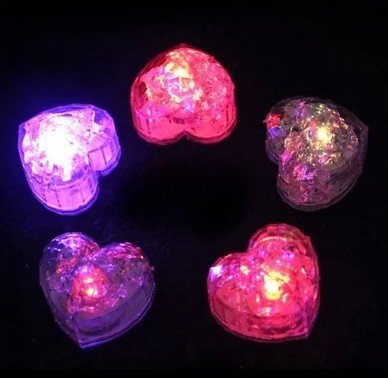 ch Langsam blinkende LED herzförmigen Kühlwürfel Dekorative Multi-Color-Würfel von Xcellent Global LD039 ()