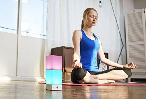 Yoga-Lampe - Meditationslampe | ONIA mini - Stimmungslicht mit integrierter Farb- und Lichttherapie - Steuerung über Lampe od. Smartphone - 6 x 16 x...