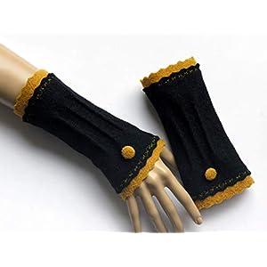 Armstulpen/Pulswärmer aus Walkwolle (Walk, Walkstoff) in Schwarz und Orangen-Gelb; Borte, Knopf, Zierstiche, Längsbiesen