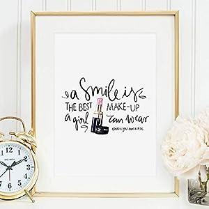 Kunstdruck, Sprüche Poster: A smile is the best make-up a girl can wear | Hochwertiges und festes Premiumpapier | Ohne Rahmen
