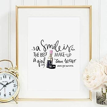 Tales by Jen Kunstdruck, Sprüche Poster: A smile is the best make-up a girl can wear | Stilvolles Premium Poster auf…