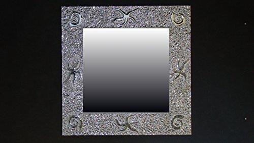 marin-specchiera-cesellata-a-mano-in-alluminio-supporto-in-compensato-marino-repellente-allumidita