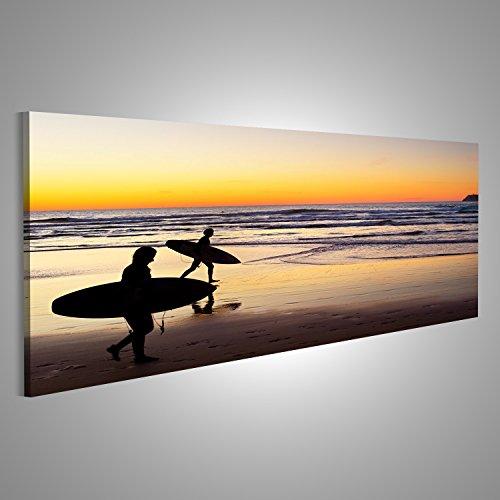 islandburner Bild Bilder auf Leinwand Zwei Surfer laufen am Strand bei Sonnenuntergang. Portugal hat eine der besten Surf-Szenen in Europa Verschiedene Formate ! Direkt vom Hersteller ! Bilder ! Wandbild Poster Leinwandbilder ! FZF