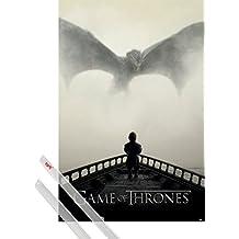Póster + Soporte: Juego De Tronos Póster (91x61 cm) Tyrion Lannister A La Vista Del Dragon Y 1 Lote De 2 Varillas Transparentes 1art1®