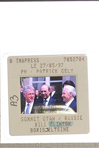 slides-photo-of-bill-clinton-with-boris-jeltsine-and-sommet-otan