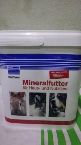 Mineralfutter Blattimin für Haus und Nutztiere Dose 5 kg Blattin/ Höveler (Foto Hund Haus)