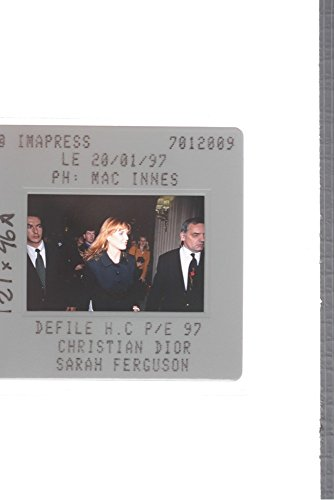 slides-photo-of-sarah-ferguson-during-the-christian-dior-show